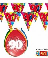 Voordeelverpakking 90 jaar met 2 slingers en ballonnen
