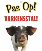 Waakbord pas op varkensstal