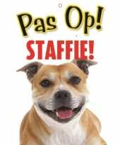 Waakbord staffordshire terrier hond