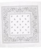 Wit sjaaltje met paisley motief 55 x 55 cm