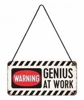 Wit tinnen ophangbordje genius at work