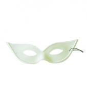 Wit venetiaans oogmasker vlinder