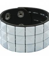 Witte armband met studs