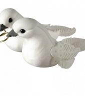 Witte duifjes met gouden ringen decoratie 5 5 cm