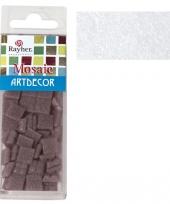 Witte mozaiek steentjes in doosje