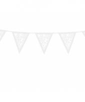 Witte papieren slinger met roosjes