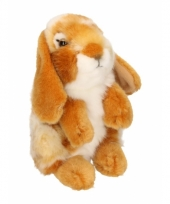 Zittend konijntje knuffel roodbruin wit 18 cm
