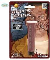 Zombie schmink met gebarsten huid effect