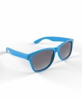 Zonnebril met kunststof lichtblauw montuur