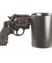 Zwarte revolver mok