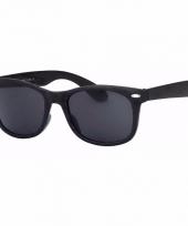 Zwarte zonnebrillen met donkere glazen
